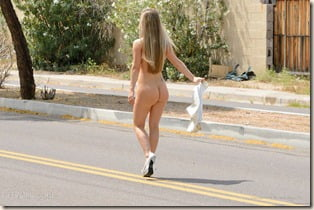 nude-girl-caught-streaking-03