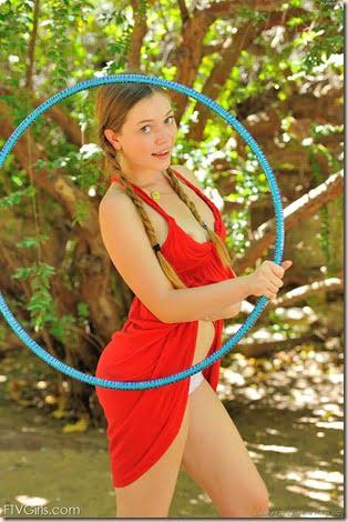 nude-hula-hoop-girl-01