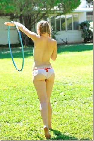 nude-hula-hoop-girl-03