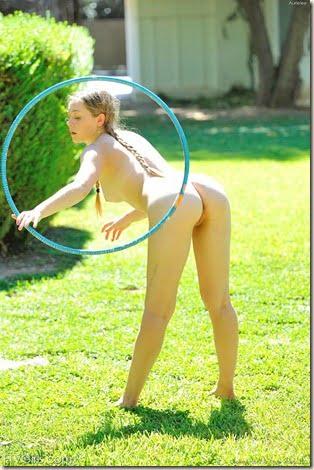 nude-hula-hoop-girl-05